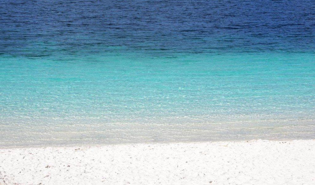 Power white sand and blue hues of Lake Mckenzie